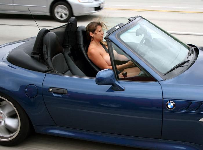 girl-driving-topless-boobs-tits-pics