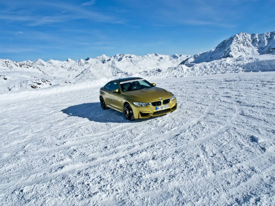 BMW M4 Snow BMW Driving Experience