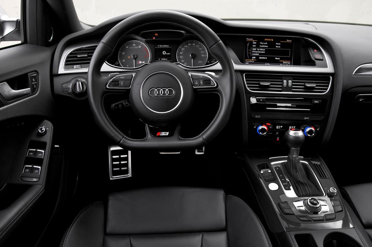 �audi recalls airbags�