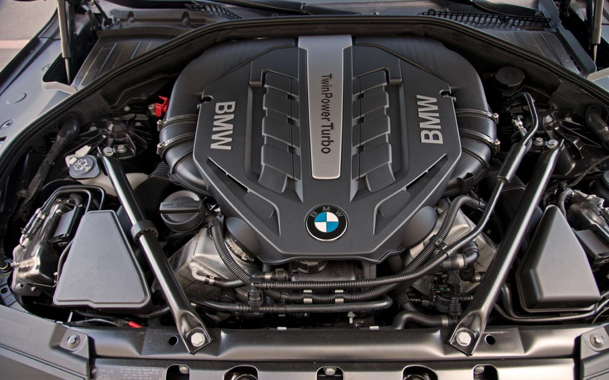 Click image for larger version Name: 2013-bmw-750i-engine-bayjpg