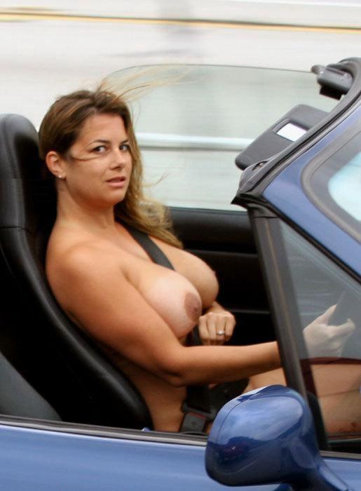 голая девушка за рулем фото