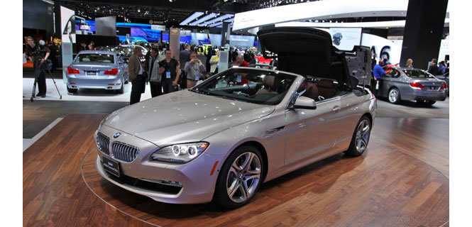 AutoSpies snags pics of the 6 Series Convertible (F13) Top Going up in Detroit
