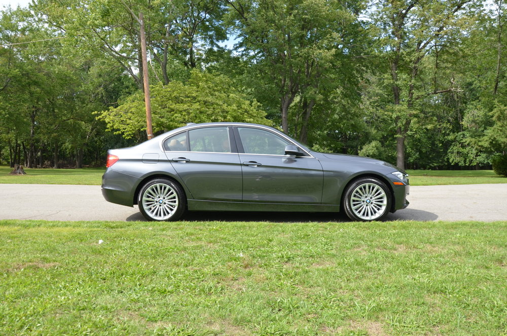 Mineral Grey Luxury Line 328i