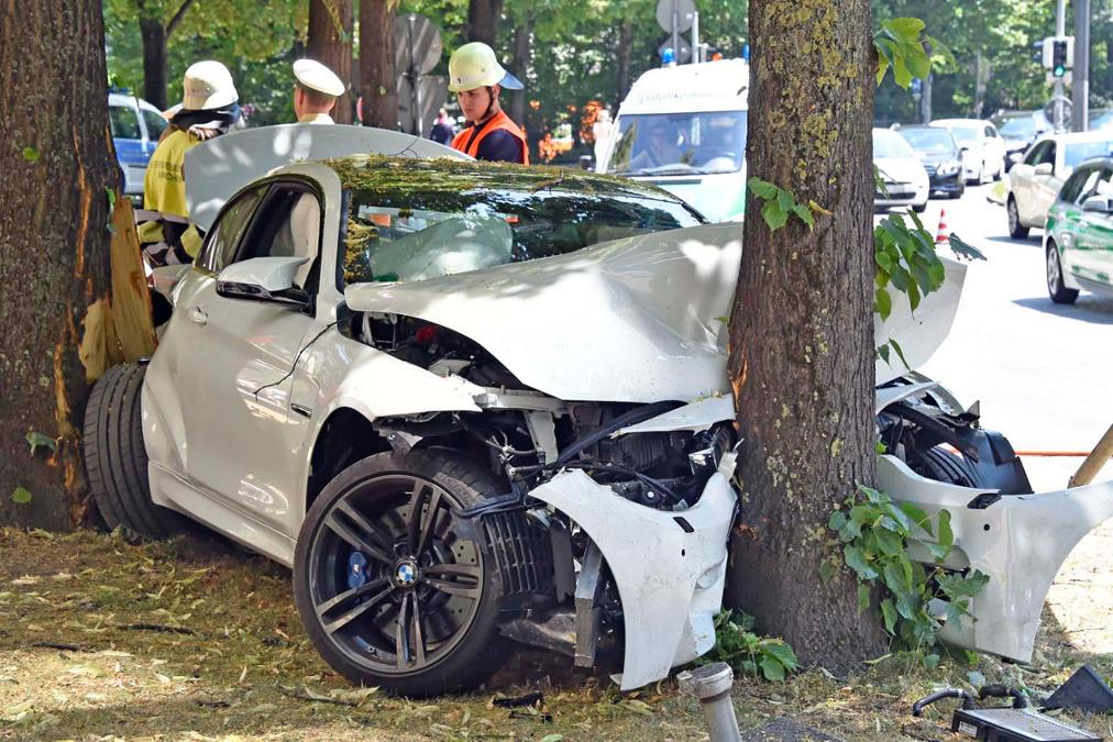 Alpine White BMW M4 Coupe Crashes in Munich