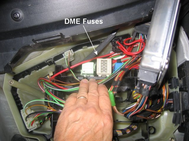 Picture & amperage & description of every single fuse ... on