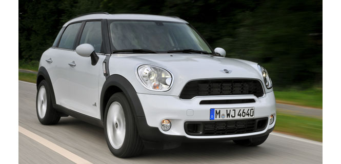 IIHS Names MINI Countryman as 2011 Top Safety Pick