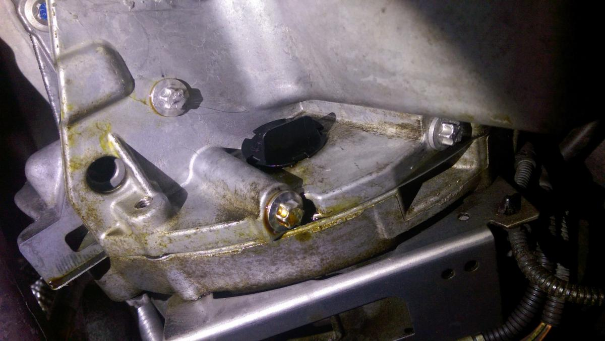 Help with oil leak: Rear main seal??? - Bimmerfest - BMW Forums