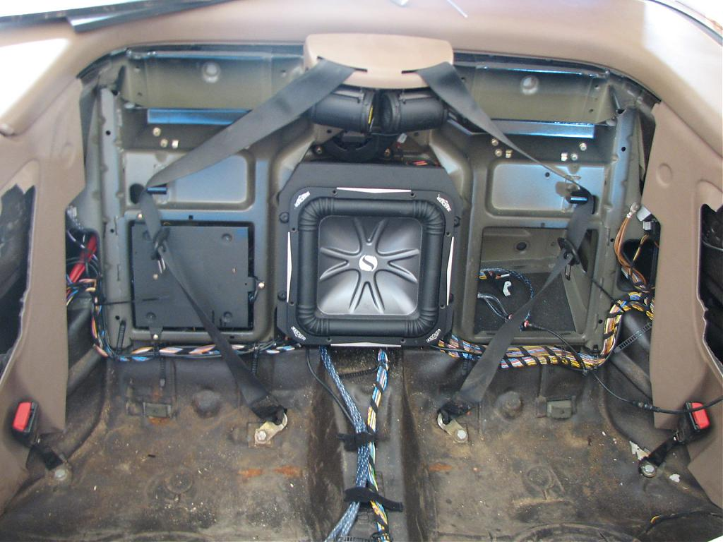 2000 bmw z3 speaker wiring diagram with Bmw E38  Lifier Wiring Diagram on Bmw X5 E53 Stereo Wiring Diagram likewise 2000 Bmw Z3 Wiring Diagram Together With 1997 Bmw 528i Engine Diagram as well Bmw E38  lifier Wiring Diagram likewise 2013 Hyundai Santa Fe Active Elite And Highlander Launch Review as well 2001 Ford Explorer Deck Wiring Harness.