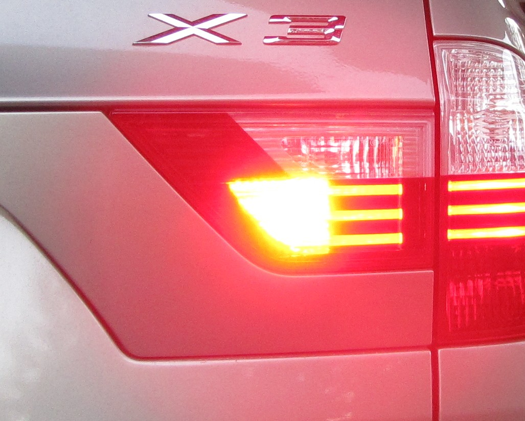 how to change 2008 bmw x3 fog lights