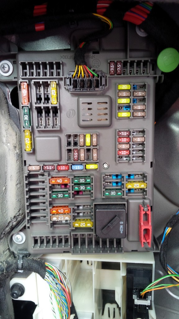 07 x5 fuse box
