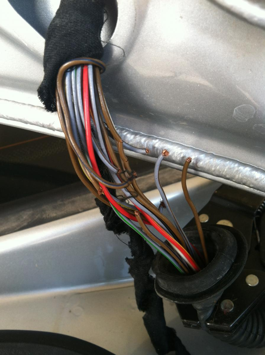 E39 Electrical Problems Traced to Trunk Lid Harness Wire Chafing (DIY  Diagnostic) - Page 7 - Bimmerfest - BMW Forums