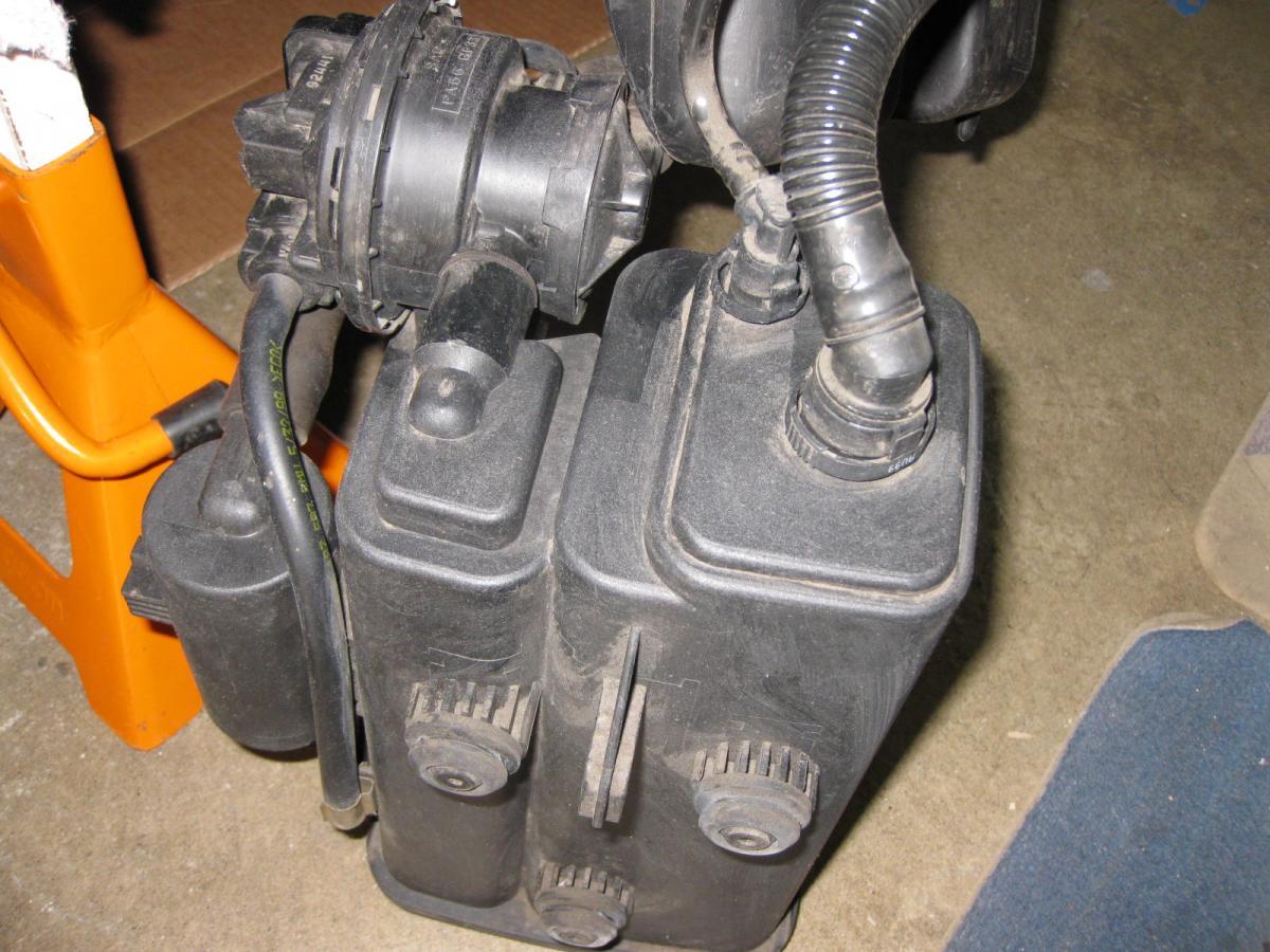 fuel tank breather valve 2001 525 bimmerfest bmw forums. Black Bedroom Furniture Sets. Home Design Ideas