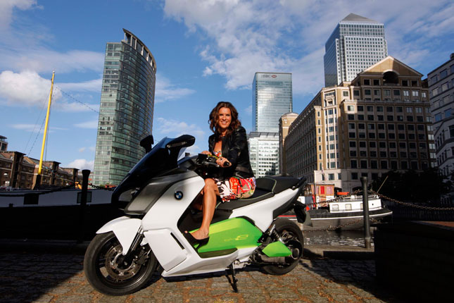 Katarina Witt tests the BMW C evolution