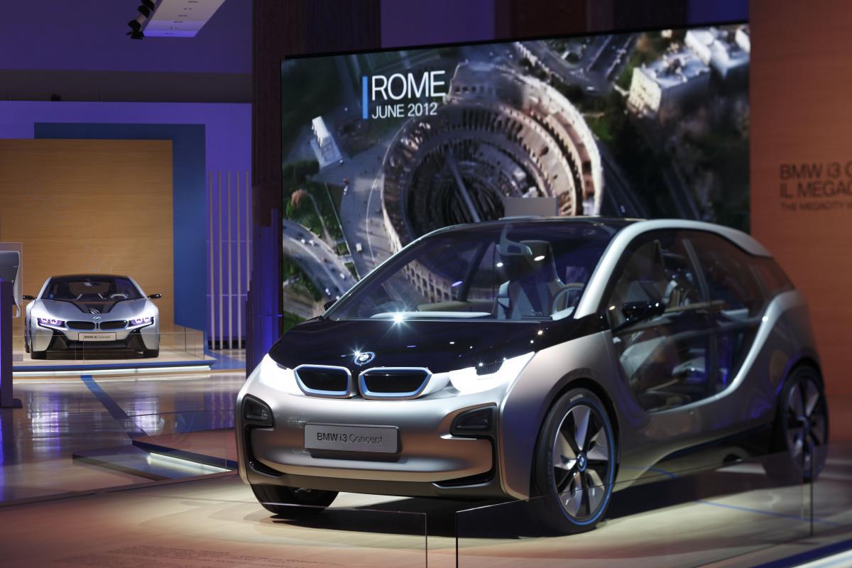 Bmw I3 Vs Tesla Model S Electric Car Market Heats Up Bmw News At