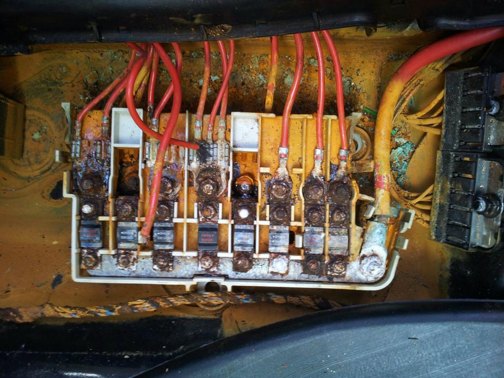 Right Headlight And Brake Light Not Working Bimmerfest Bmw Forums 98 5 Series Fuse Box Click Image For Larger Version Name Passseatfuses Views 217 Size 1335