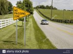 no-passing-traffic-sign-on-country-road-DFTAD1.jpg